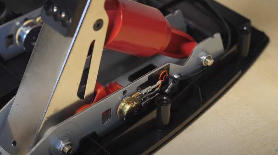 Potentiometer in Logitech G29 sim racing pedal