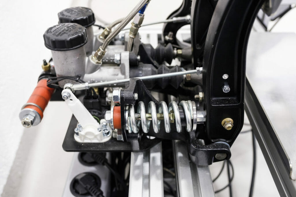 Hydraulic brake system for sim racing pedals